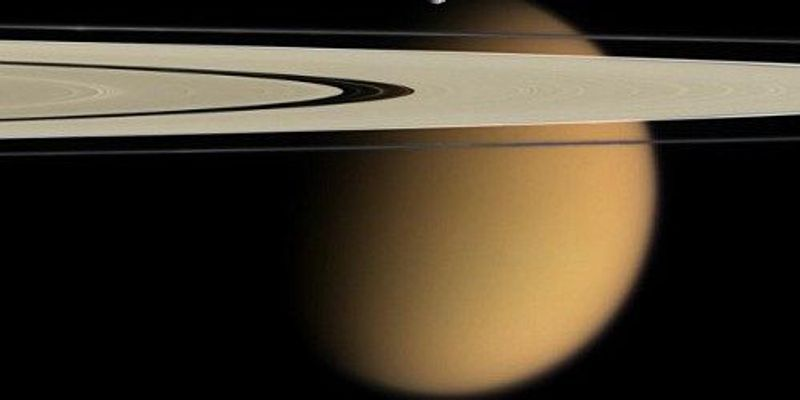 """Molecules that Could Form """"Membranes"""" Found Above Titan"""
