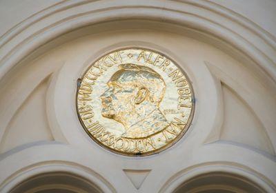 Women Who Win Science Prizes Earn Less Money, Prestige than Men