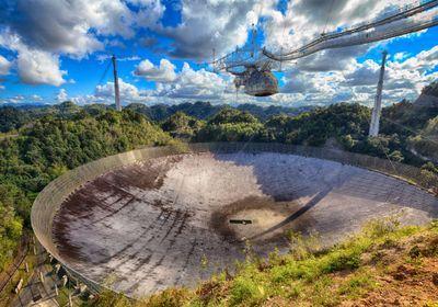 波多黎各著名的阿雷西博射电望远镜坍塌