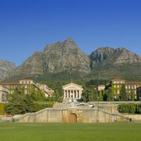 Wildfire Overtakes University of Cape Town Campus