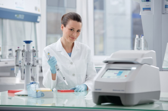 A person in a lab coat  Description automatically generated with medium confidence